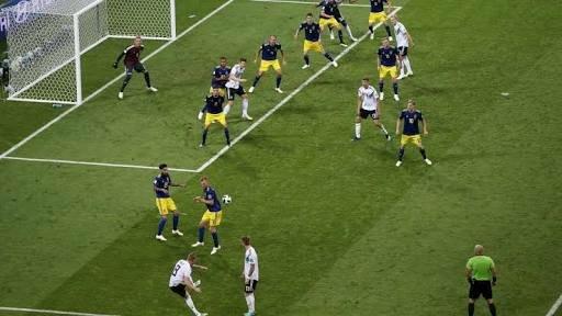 Toni Kroos scoring free kick