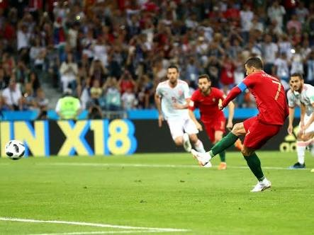 Ronaldo scores the penalty against Spain
