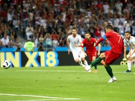 Ronaldo scores the penalty against Spain